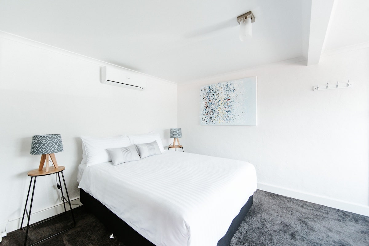 motel-accommodation-south-coast-nsw-queen-garden-room-berry