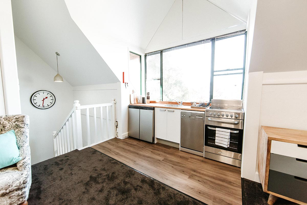 two-bedroom-apartment-kitchen-berry-inn-nsw